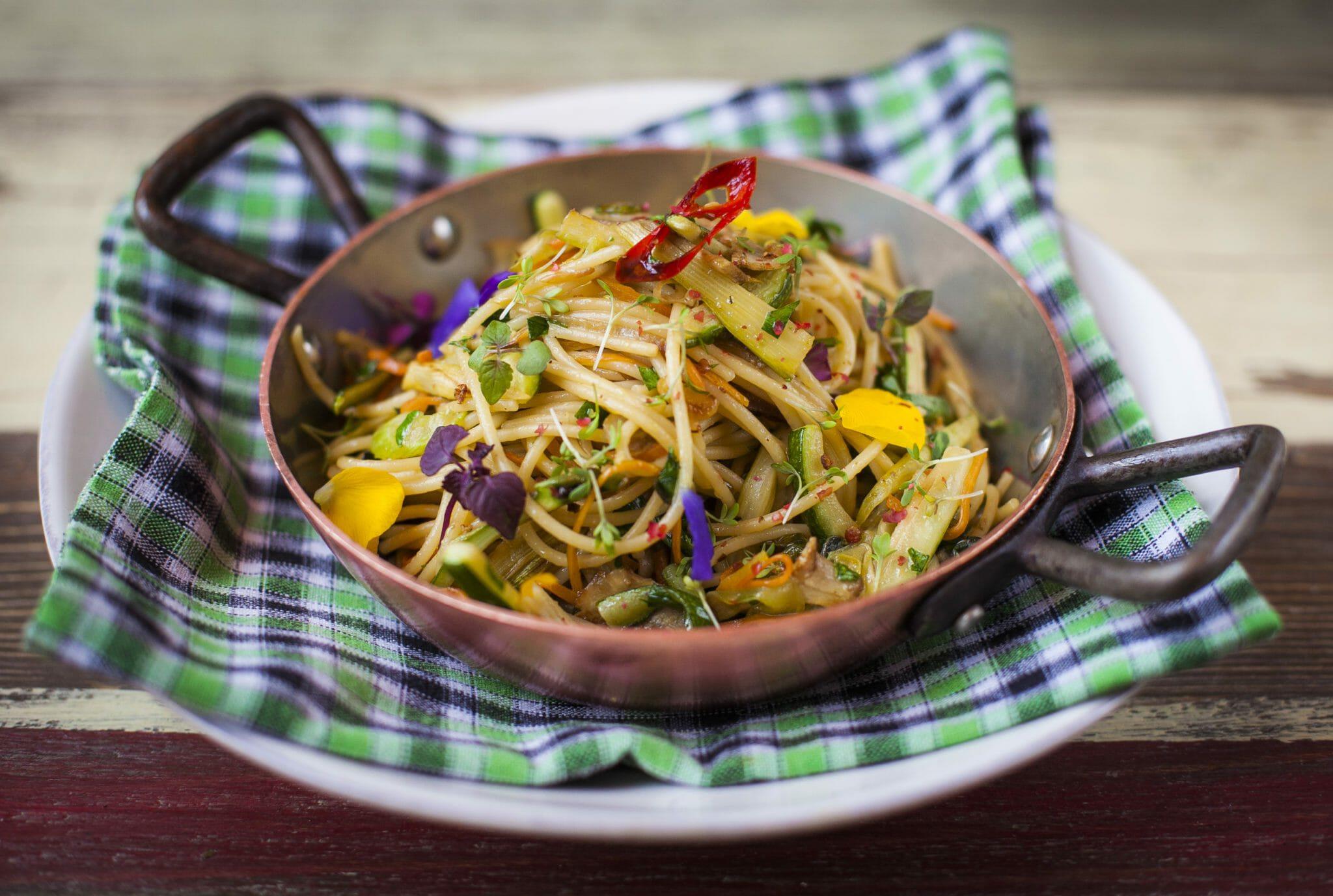 Спагетти с очень сильно жареными овощами 510 руб.